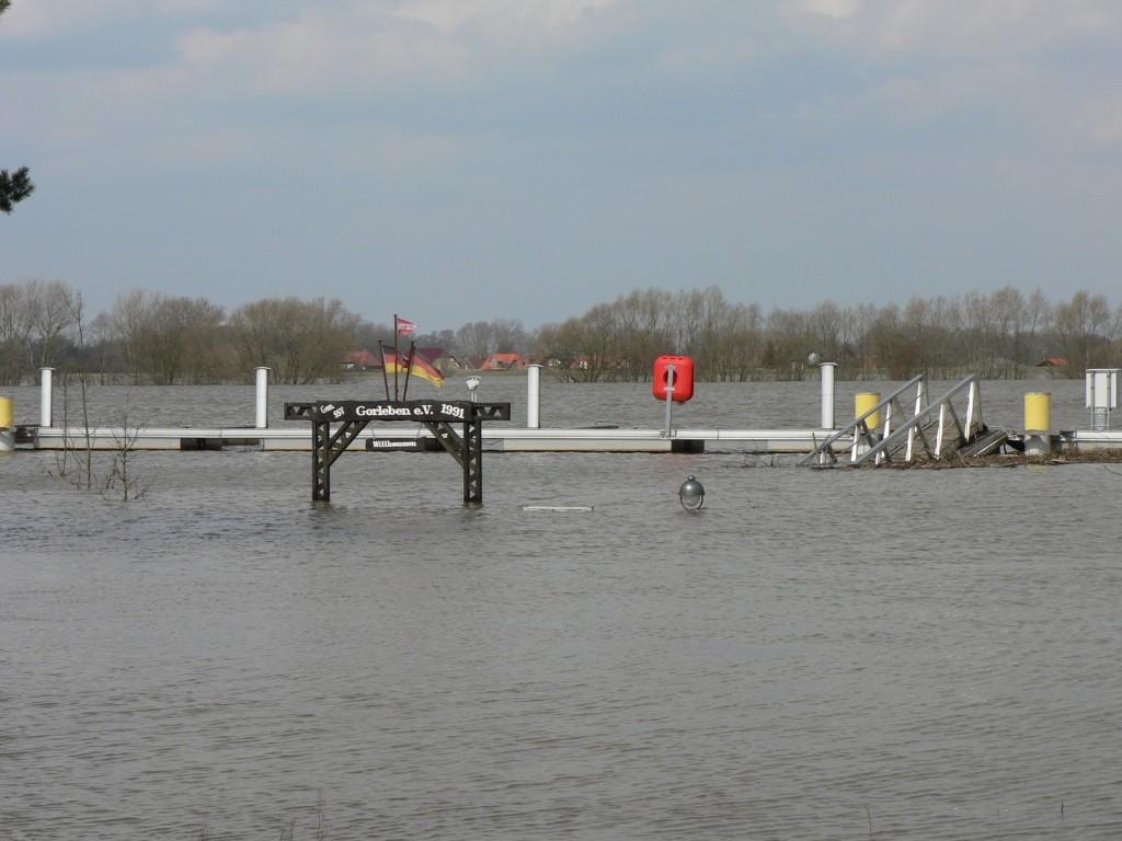Dies ist eine Aufnahme vom  8.April 2006, damals beim höchsten Wasserstand.